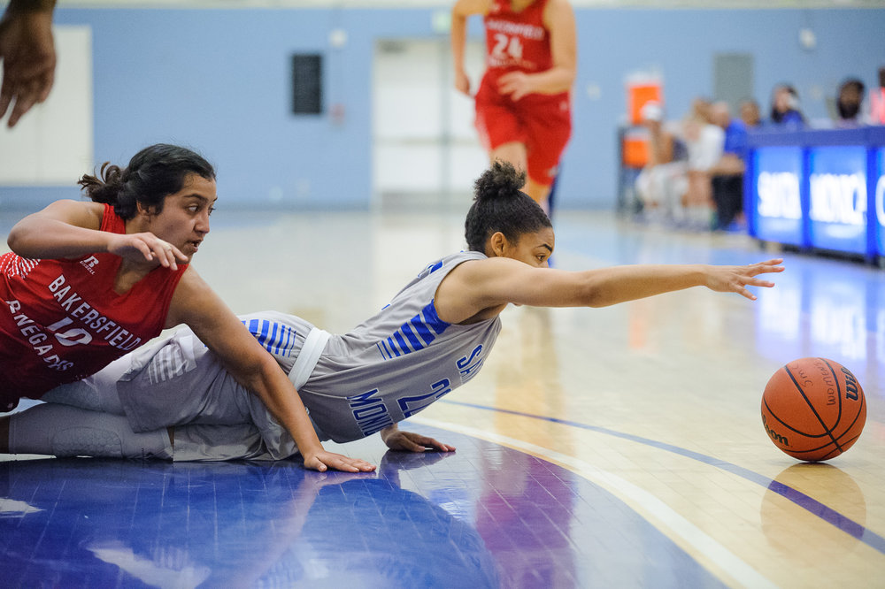 Guard Jinea Cole (22,Right) of Santa Monica College dives for a loose ball against Belen Rivera (10,Left) of Bakersfield College. The Santa Monica College Corsairs lose the game 62-72 to the Bakersfield College Renegades. The game was held at the SMC Pavilion at the Santa Monica College Main Campus in Santa Monica, Calif.. January 20, 2018. (Photo by: Justin Han/Corsair Staff)