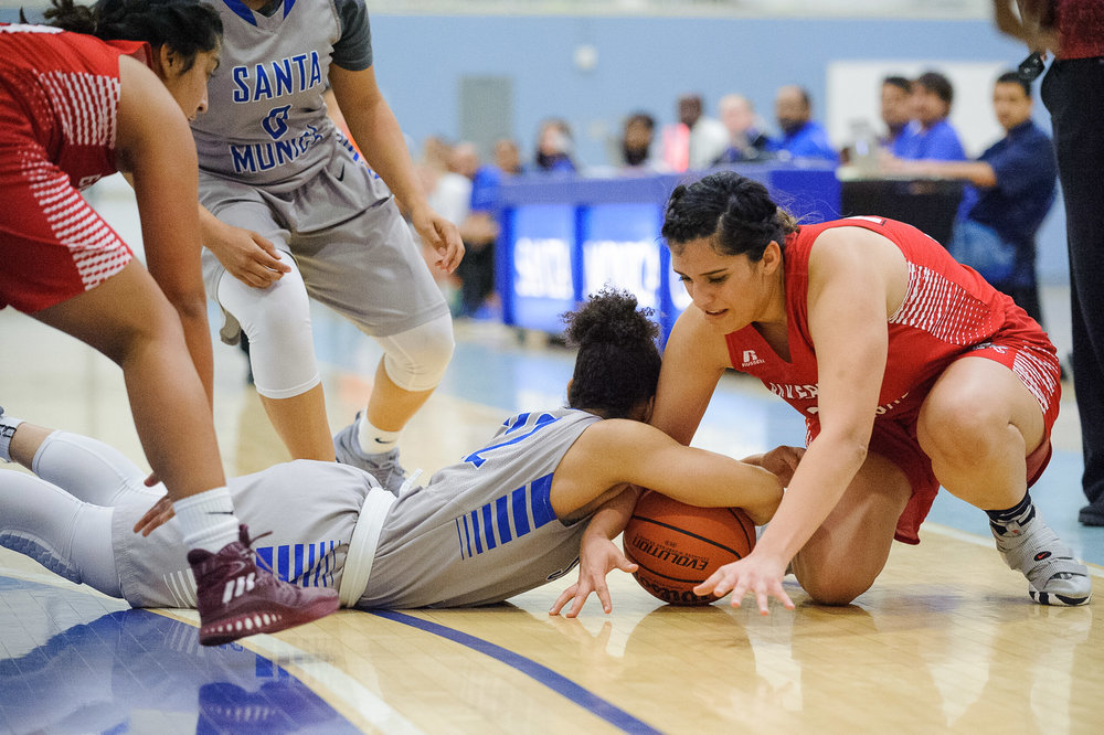 Guard Jinea Cole (22,Middle) of Santa Monica College fights for a loose ball against Brianna Mendez (24,Right) of Bakersfield College. The Santa Monica College Corsairs lose the game 62-72 to the Bakersfield College Renegades. The game was held at the SMC Pavilion at the Santa Monica College Main Campus in Santa Monica, Calif.. January 20, 2018. (Photo by: Justin Han/Corsair Staff)