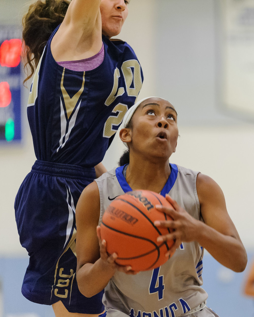 Lisa Hall (4) of Santa Monica College drives into the lane for a layup. The Santa Monica College Corsairs lose the game 108-70 to the College of the Canyons Cougars. The game was held at the SMC Pavilion at the Santa Monica College Main Campus in Santa Monica, Calif.. February 10, 2018. (Photo by: Justin Han/Corsair Staff)