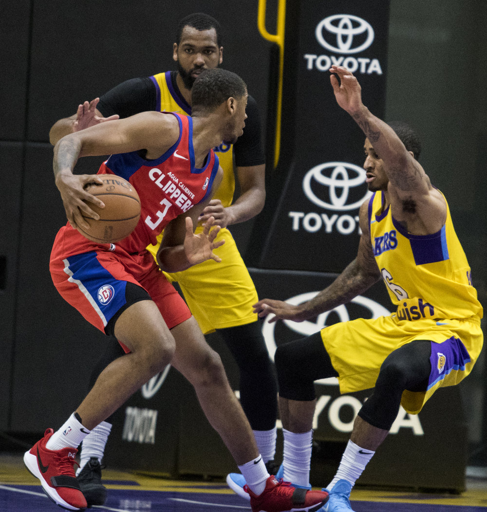 Agua Caliente Clippers guard Tyrone Wallace (3, left) makes South Bay Lakers guard Gary Payton II fall while setting up for a step-back jumpshot during their Gatorade League game on March 16, 2017 at the UCLA Health Stadium in El Segundo,California. The Lakers won 108-104. (Zane Meyer-Thornton/Corsair Photo)