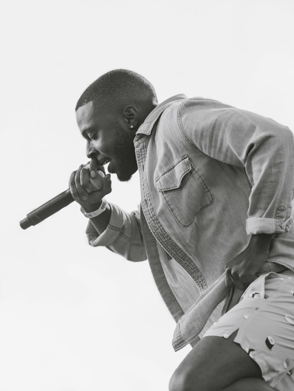 """Artist Isaiah Rashad () performs """"4r Da Squaw"""" during his set on the Stick.E.Vape stage during The Smokers Club Festival at the Queen Mary in Long Beach, California on Sunday, April 29th 2018. (Thane Fernandes/ Corsair Photo)"""