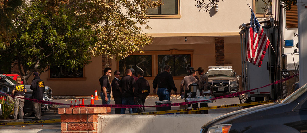 Forensic officers examine mass shooting scene,  Thousand Oaks, C