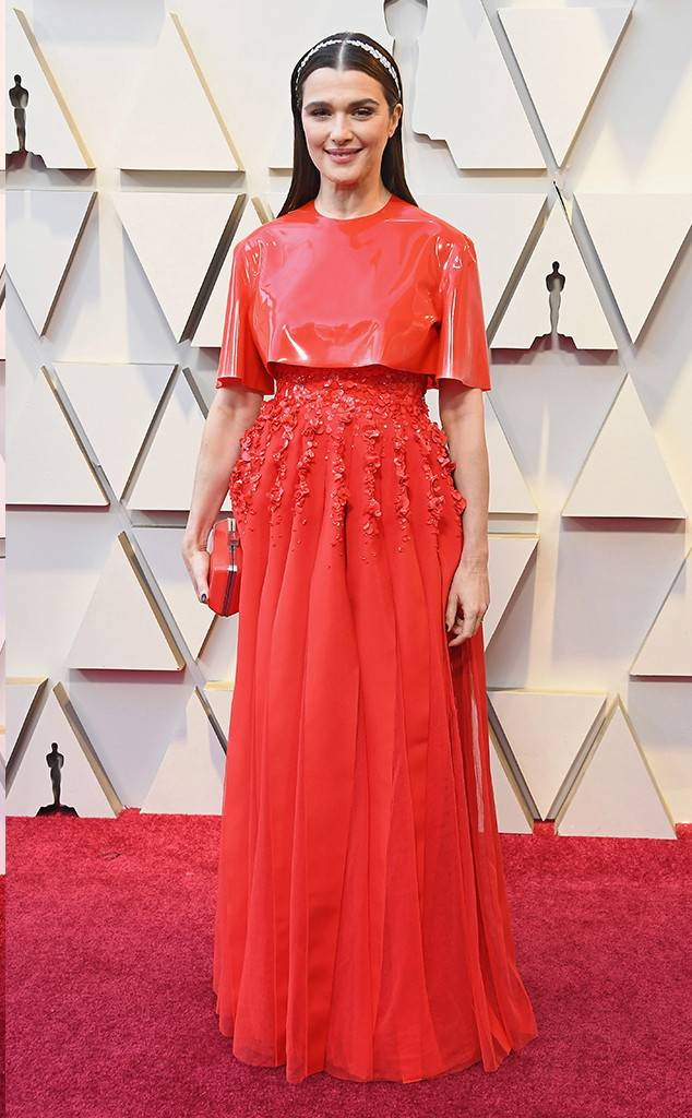 https://akns-images.eonline.com/eol_images/Entire_Site/2019124/rs_634x1024-190224163506-634.rachel-weisz-2-2019-oscar-academy-awards-red-carpet-fashions.ct.022419.jpg
