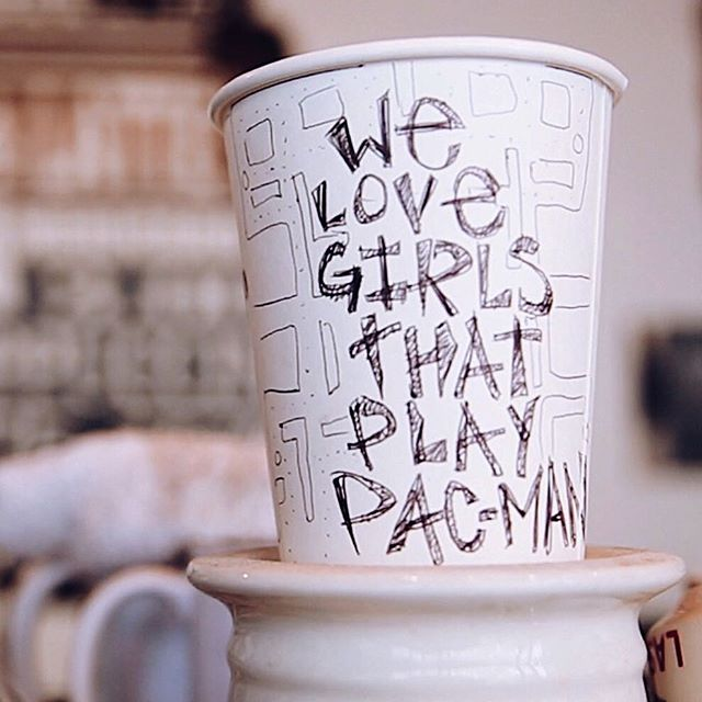 We love girls that play PAC-MAN! 🕹 #pacman #supportlocal #dtla #coffee #suitsandknivescoffee #forbesbestespresso