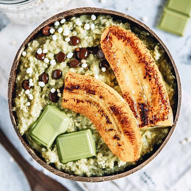 Matcha Oatmeal Porridge by @fitomatoes 💚 Get your morning off to a good start when you don't have much time with matcha. Mix in 1/2-1 teaspoon of @mymatchafix next time you have your porridge to get your quick and gentle caffeine fix 🌿✨ #mymatchafix
