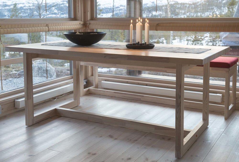 Spisebord og langkrakk_SVA8578.jpg