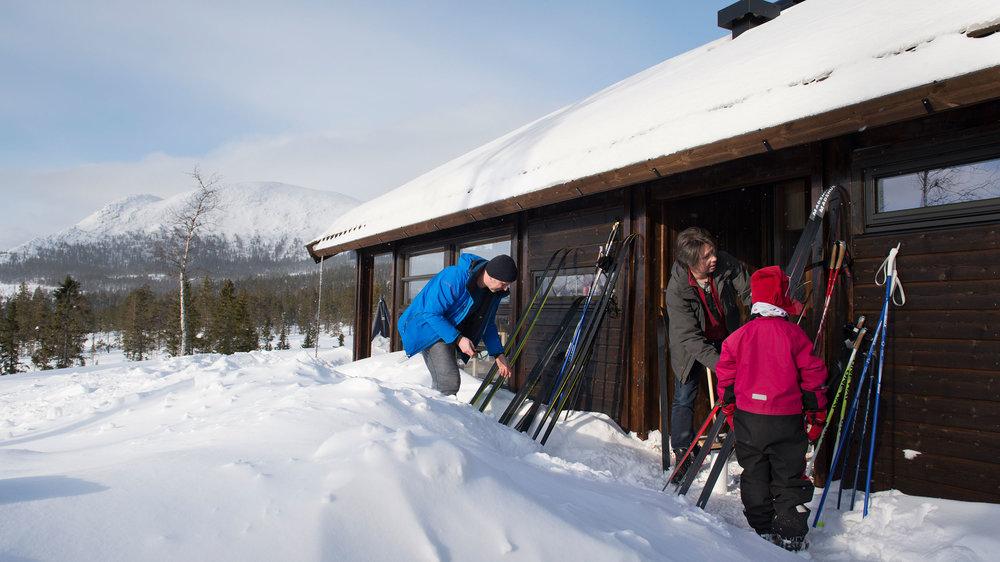 Skismøring-framfor-hytta_SVA8436.jpg