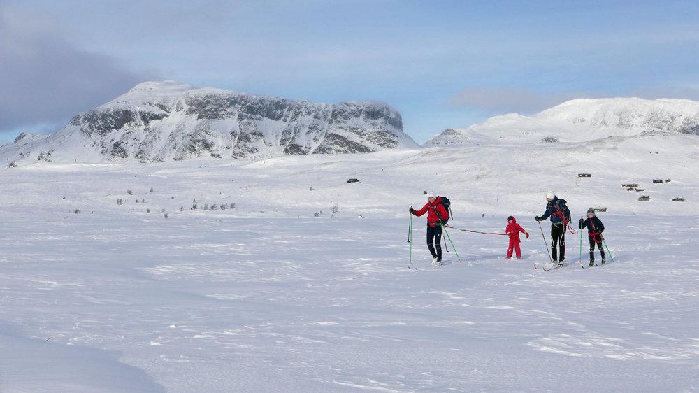 Familie-på-ski-ved-Hengsen_nicolaiandersen@me.com.jpg