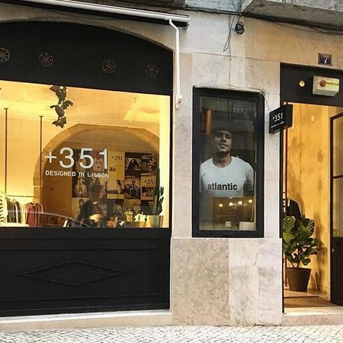 +351    /  ❤️ AUDE ❤️  Des grands basiques, mixtes. Avec le logo +351 on ne peut que comprendre que c'est : designed in Lisbon, made in Portugal !    486, R. Anchieta, Lisboa / 21 137 9398
