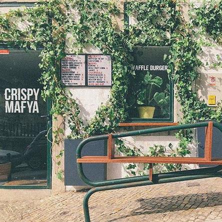 CRISPY MAFYA    / ⚡ NEW⚡    Le meilleur poulet frit de Lisbonne, ambiance cool et d'jeuns ! Une super adresse tendance…    O melhor frango frito de Lisboa, num ambiente cool e de jovens! Uma ótima morada tendência.      R. Cecílio de Sousa 85, 1200-100 Lisboa / 21 400 3108