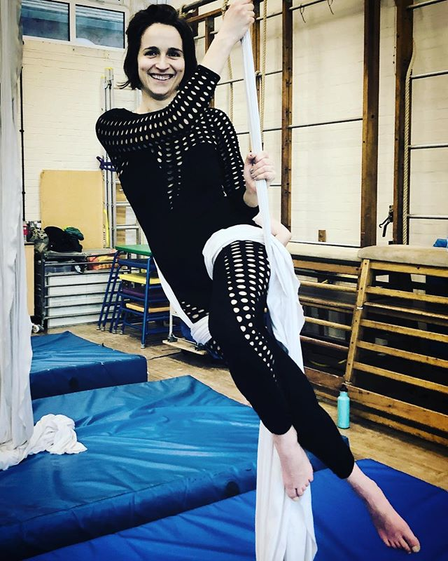 Cristina looks at ease and comfortable working this Silks pose in Saturdays 12-1.30 silks class. Join us Monday 7.15-8.45pm for Aerial Conditioning and Flexibility. Michal will work you! Just a few spaces left! #aerialclass #londonaerial #aerialsilks #silksclass #conditioning #conditioningtraining #aerialconditioning