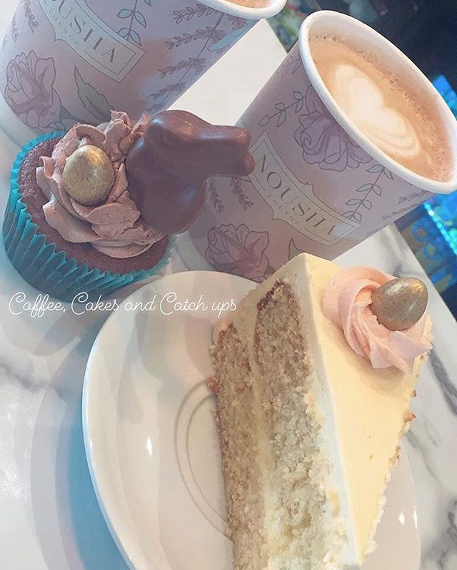 Coffee, Cakes and Catch Ups @nousha_lounge with @biggiesbakery always winning 🐣💕 www.NoushaLounge.com - - @Nousha_Lounge @Nousha_Lounge @Nousha_Lounge - - #NoushaLounge #Southampton #EastStreet #Coffee #Cocktails #Cakes #CoffeeShopVibes #CatchUp #MeetUpTime #EasterWeekend #EasterBunny #BaileysCupcakes