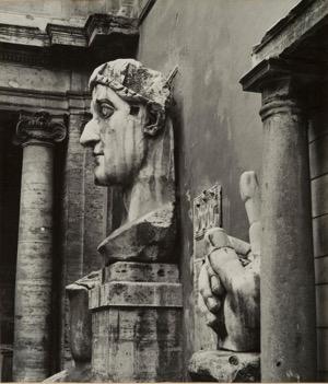 g. Florence Henri, Rome (Musei Capitolini: testa colossale di Costantino), 1931-1932. Galleria Martini & Ronchetti.