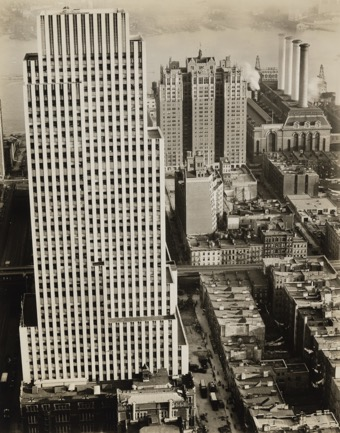 Daily News Building, 220 East 42nd Street, Manhattan , November 21, 1935, gelatin silver print (Thomas Walther Collection. Abbott-Levy Collection funds, by exchange, ©2017 Berenice Abbott/Commerce Graphics)