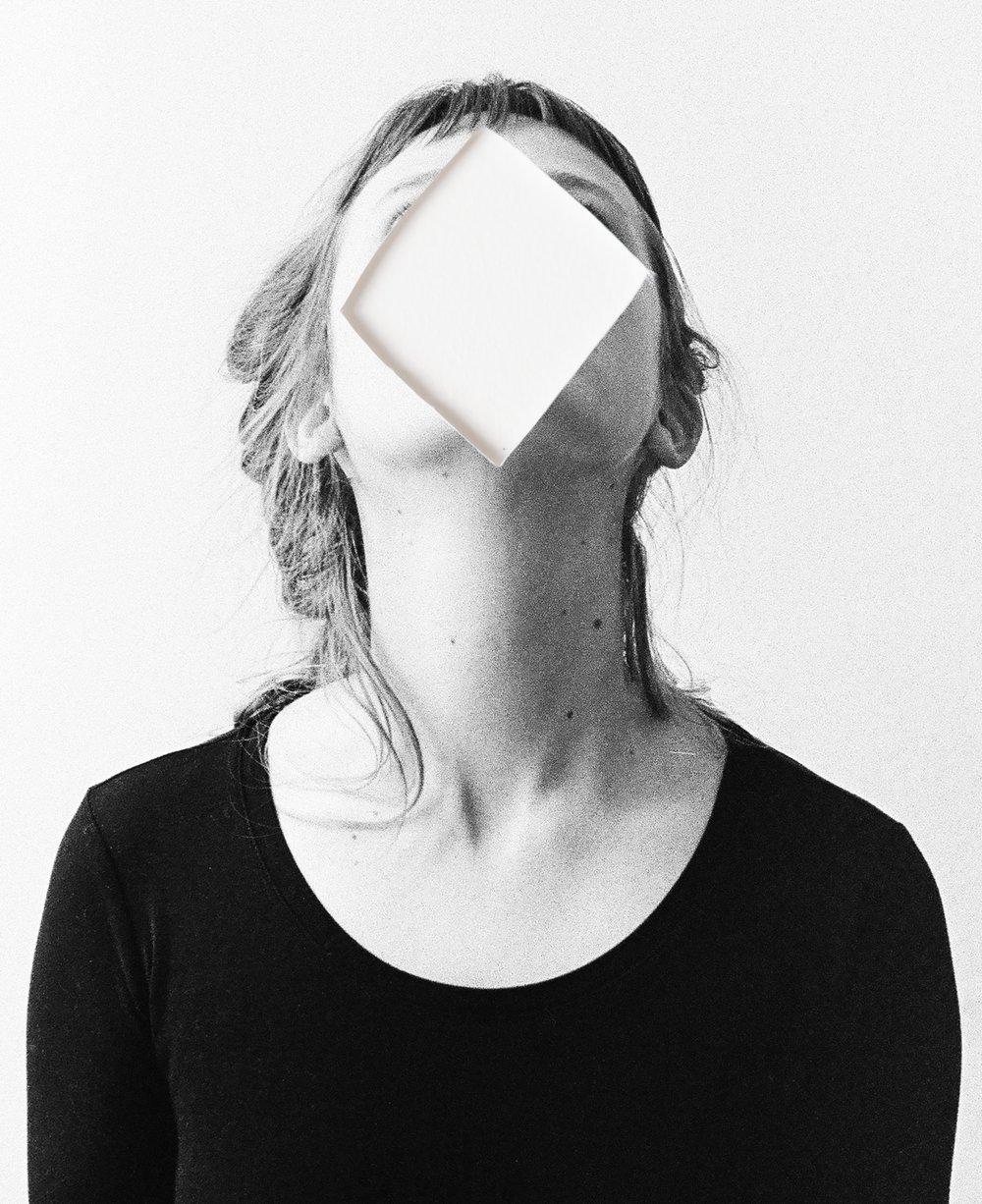 Caroline, masked