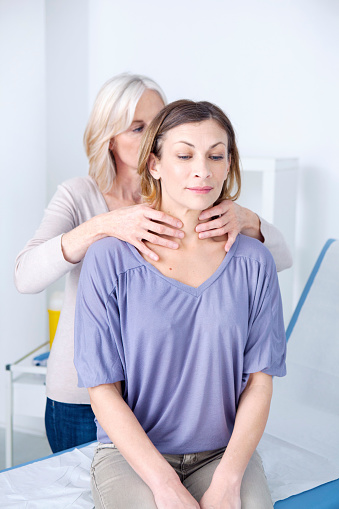 hyperthyroid symptoms in women