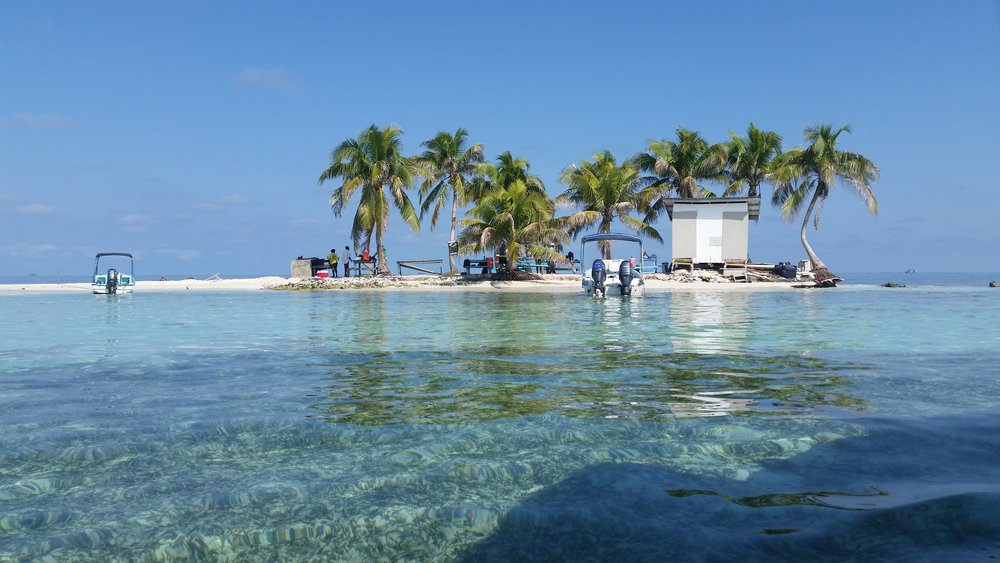 Silk Caye - A stop for snorkeling and lunch