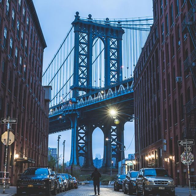 DUMBO shot . . . Shot in #SonyAlpha A6300 and 24-70GM . .  #MoodyGrams #ig_underdogz #fatalframes #sombreexplore #sonyalpha #way2ill  #agameof10k #heatercentral #vscomood #instagood10k  #gramslayers #electric_shotz #oculuswtc  #sonyalphasclub #alphacollective  #exklusive_shot #nyc_explorers #shotzdelight #nyctones #weekly_feature #mg5k  #trappingtones #agameoftones #nycphotography #illgrammers #nycprimeshot #citykillerz #citygrammers #weownthenight_nyc