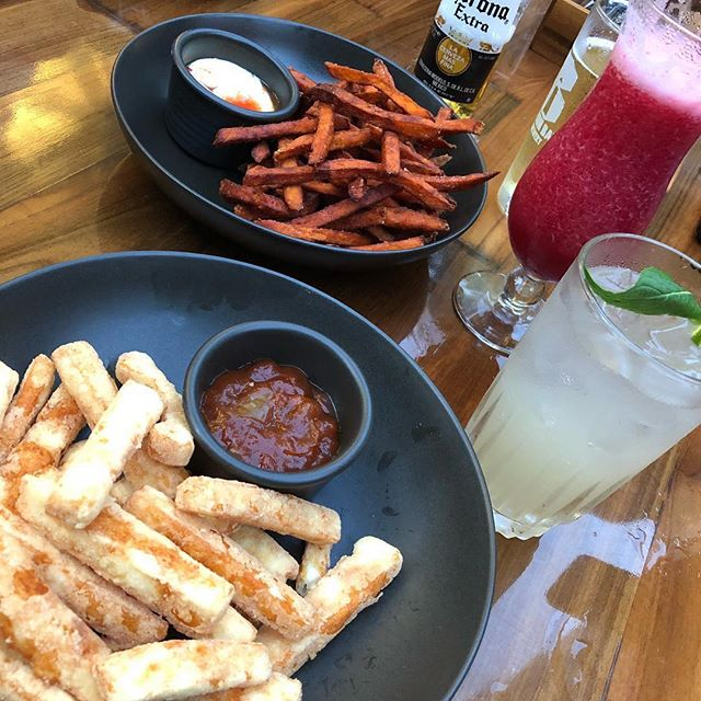 Check out our NEW store, located on the corner of George & Margaret Sts, Sydney. Sweet potato fries & crumbed haloumi chips anyone? Awesome photo @myfoodsafari . . . . . . #RadleysEats #Chatswoodchase #Chatswood #MetCentre #Ompty #SydneyCity #bbq #breakfastfordinner #breakfastofchampions #buzzfeast #comfortfood #dinnerparty #eatandtreats #eatingclean #eats #FoodArt #foodcoma #foodlovers #foodspo #healthyeating #huffposttaste #ComfortFood #fries #haloumi