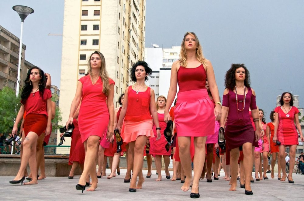 "Sandler argues that installations or performances in São Paulo activate public space through actions that create spaces of dissent and encode political meaning in the city. Here, the Colectivo PI (Pi Collective) performs  ""Entre Saltos"" (On High Heels) , directed by artists Priscilla Toscano and Pâmella Cruz, São Paulo, 2013. The piece calls attention to the impossibility of maintaining all the identities put upon women—homemaker, mother, professional, and object of desire. Courtesy of Eduardo Bernardino."