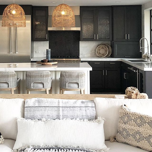 Love black cabinets lately. Here they offer up rich masculinity to contrast and compliment this fresh coastal vibe. Happy Friday! #intimatelivinginteriors