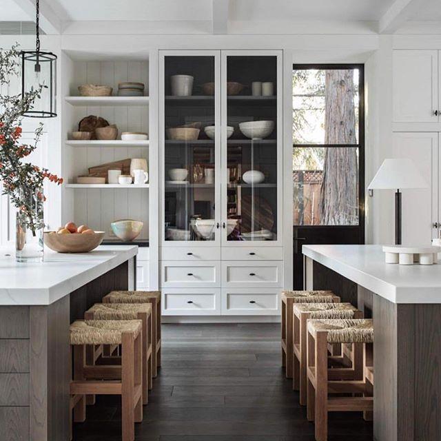 Modern, classically implemented. Stunning kitchen design by @m.elle.design