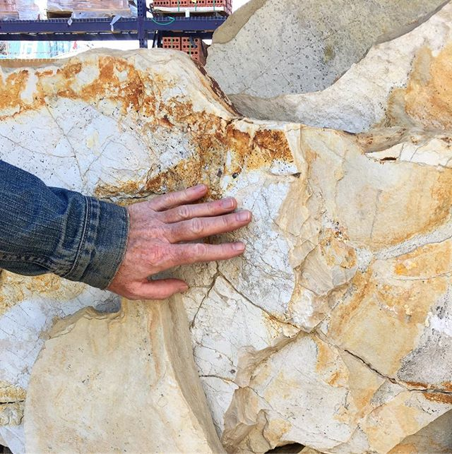 Hunting for flagstone  #stoneyard #gardendesign #softset #socal #California @gardenmagiccompany #gardenmagiccompany
