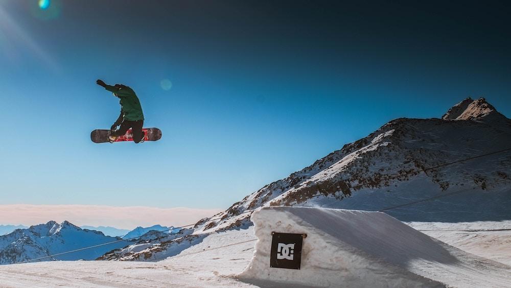 Snowboarding/ Skiing -
