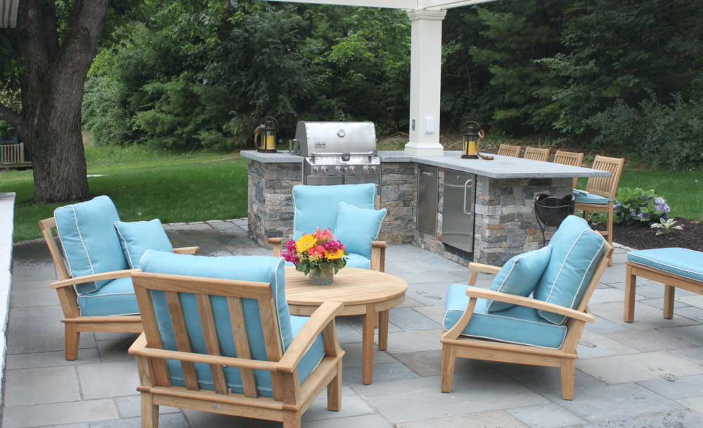 Best landscape design with an outdoor kitchen in Laconia, NH
