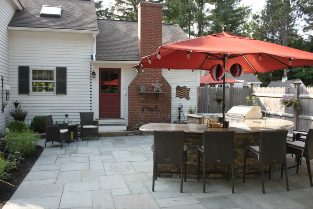 Landscape design with stone veneer masonry | Amherst, NH