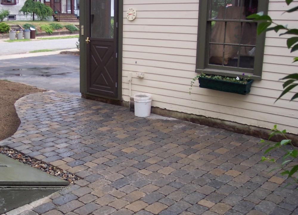 Laconia, NH leading landscaper for paver patio