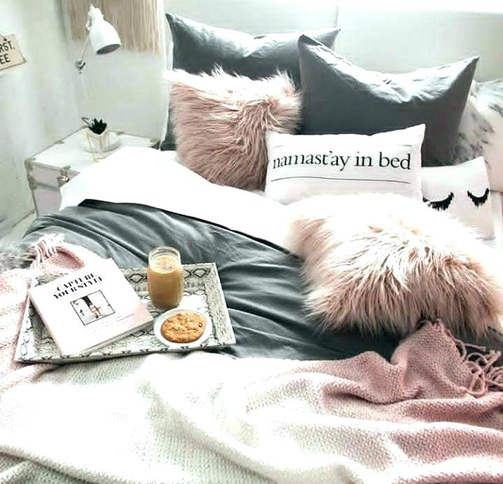pillows-on-bed-throw-pillows-for-bed-bed-throw-pillows-that-bed-tray-is-a-must-have-and-i-know-what-throw-pillows-black-throw-pillows-bed-bath-and-beyond.jpg
