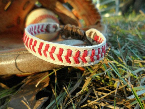 baseball bracelet.jpg