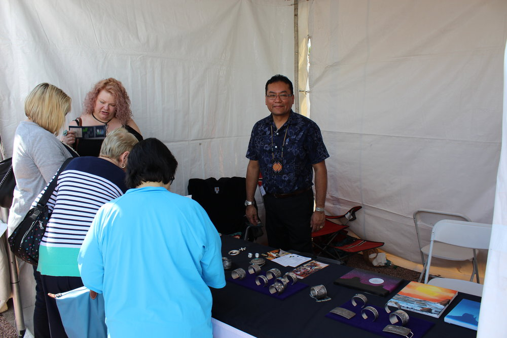 Artist Darryl Dean Begay at the Heard Market