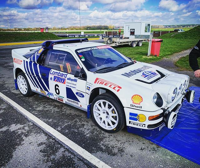 When you think of rallying you have to think of the Group B is era. This very car finished 5th on the 1986 RAC Rally #blytonpark #testing #rallying #groupb #ford #rs200