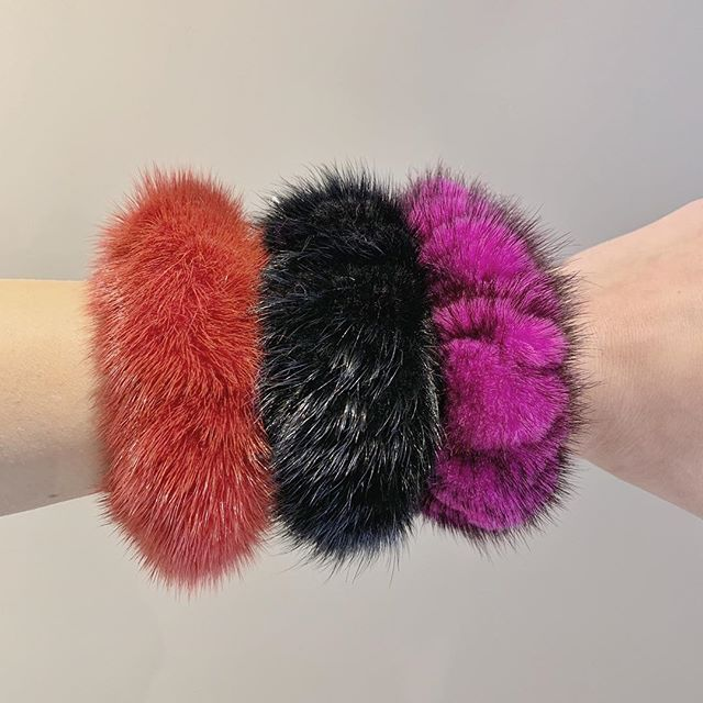 Because everyone needs a fuzzy scrunchy, or three ✌🏻👆🏻