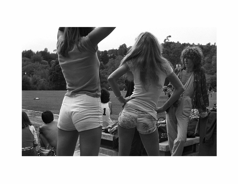 Rod Stewart's Football Match Coldwater Canyon, Los Angeles 1976 Silver gelatin fine art limited edition print 20 x 24 in. (50.8 x 61 cm) Edition 4/25