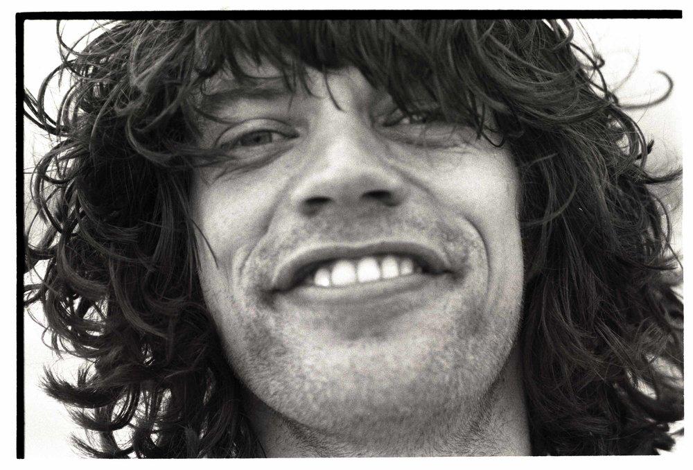 Mick Jagger Diamond Smile Malibu Colony Beach, California 1976 Silver gelatin fine art limited edition print 40 x 60 in. (101.6 X 152.4 cm) AAPII / Edition 20