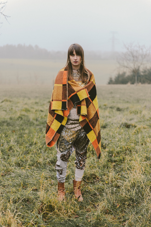 Overall—LENKA VACKOVÁ, socks—H&M, Shoes—TAMARIS, Blanket—VINTAGE