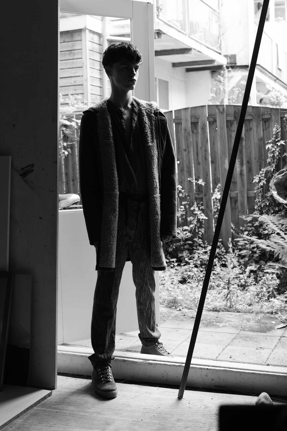 Coat by Tigha, Top We are Vintage, Pants Drykorn, Shoes Tommy Hilfiger, Necklace Model's own