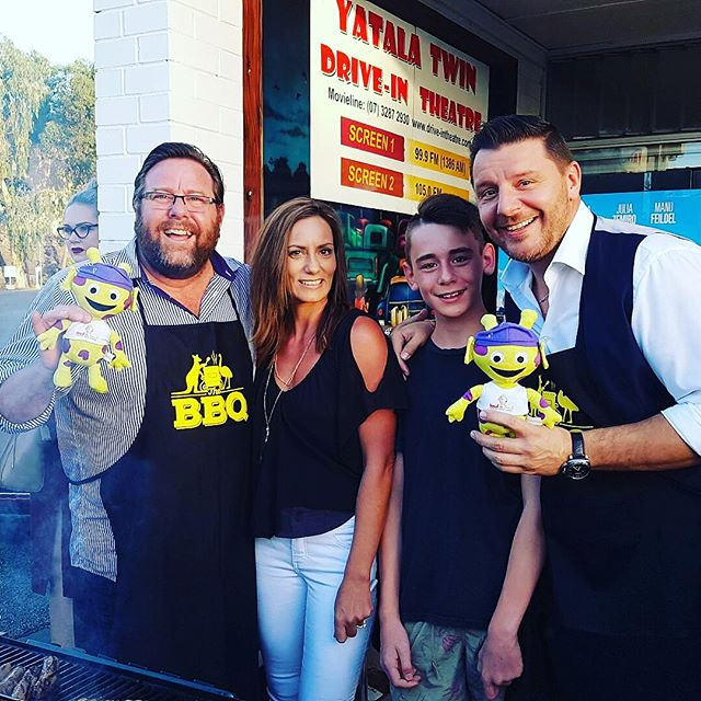 Mikey spreading awareness while mixing with the celebs- advice on cooking a bbq is always good coming from a Martian.  #mikey #mikeythemartian #fucancer #shanejacobson #manu #thebbq #manufeildelofficial #bbq🍖 #braincancerawareness