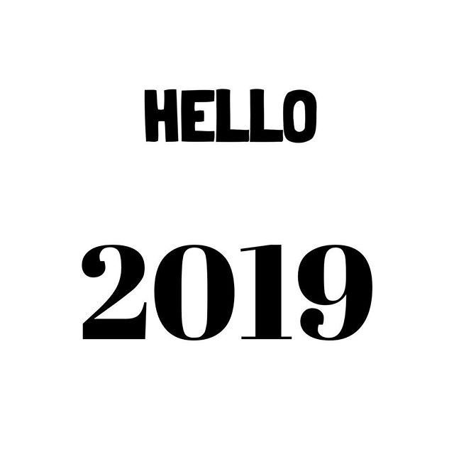 Looking Forward to a New Year ✨ This is the year of getting stuff done. Setting goals. New beginnings. And NO excuses. To shed old patterns & start new ones✨ Happiest New Year to Everyone and wishing each and everyone that all your dreams. Intentions and goals come true ✨