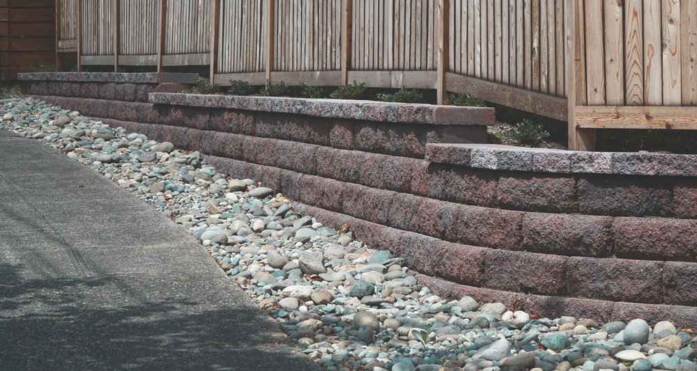 Retaining Wall  (Built with Diamond 10DS wall block +coping units)