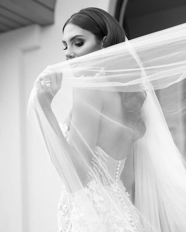 Beautiful Sarah x  Dress by @pallascouture  MU @tanyagorg  Hair @jessicaeljayhair . . . . . . . . . . #blumenthalphotography #weddingphotographers #sydneywedding #pallascouture #luxewedding #dianekhouryweddingsandevents #weddingphoto #bride #bwphotography