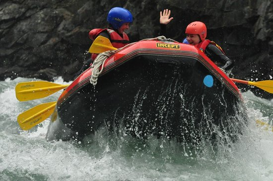 Rafting i Sjoa - For ungdomsskoleklasser kan vi arrangere raftingturer i Sjoa. Vi har kontakt med profesjonelle raftingselskap som tilbyr gode, spennende og innholdsrike opplegg. I tillegg må det bestilles transport. En dag med rafting betyr en ekstra kostnad for elevene/ skolene.
