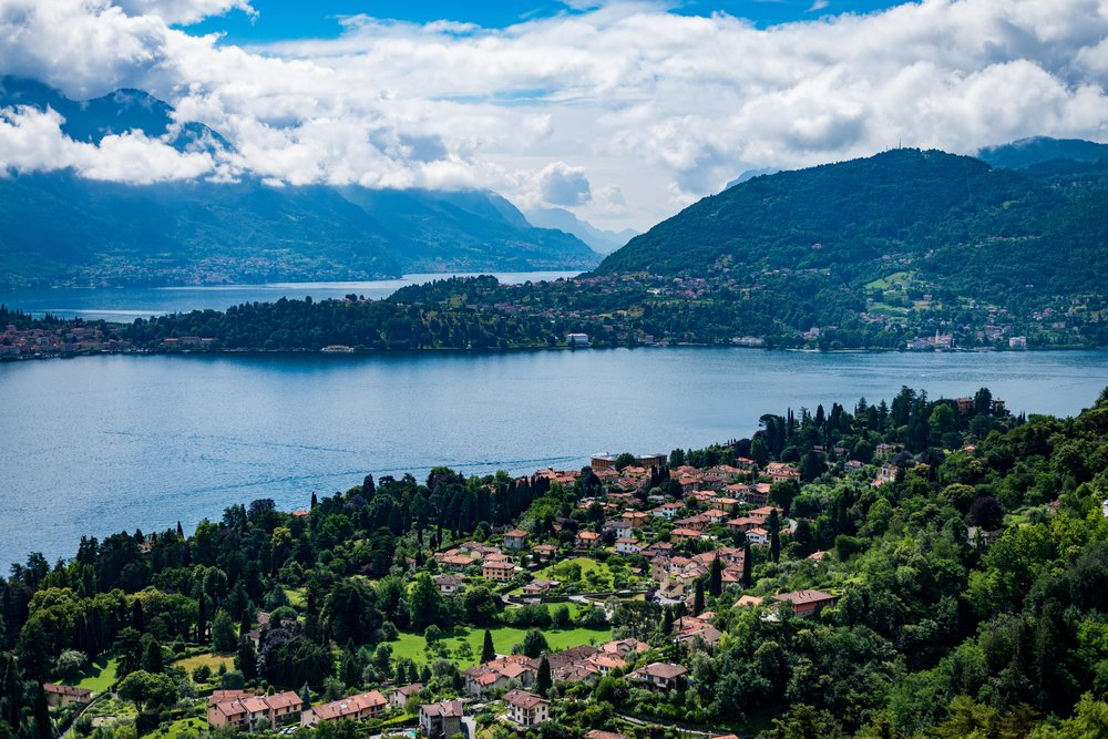 Lago di Como (Lake Como) looking from the west to the east.