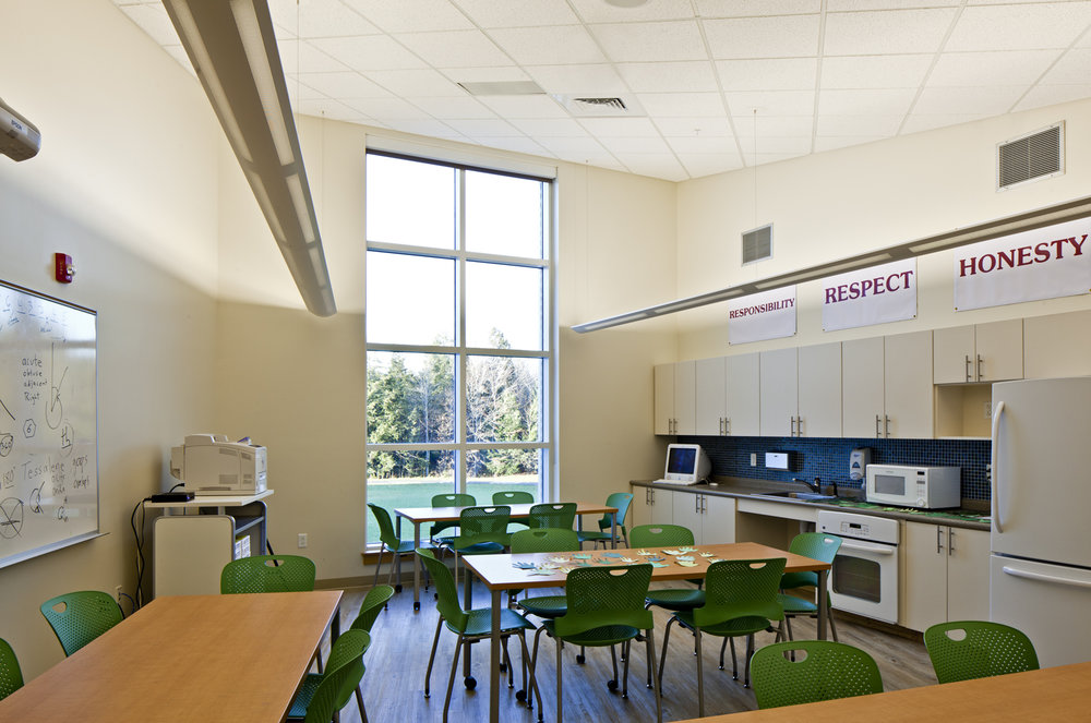 "Project rooms at the entrance to each house provide tables, storage, water, and refrigeration for ""wet"" science, art, and food projects."