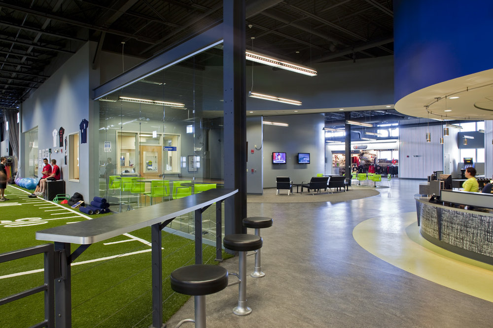 PDT designers kept the unobstructed space as open as possible, as it would be in a gym or outdoor sports field, so there is always a sense of activity and movement.