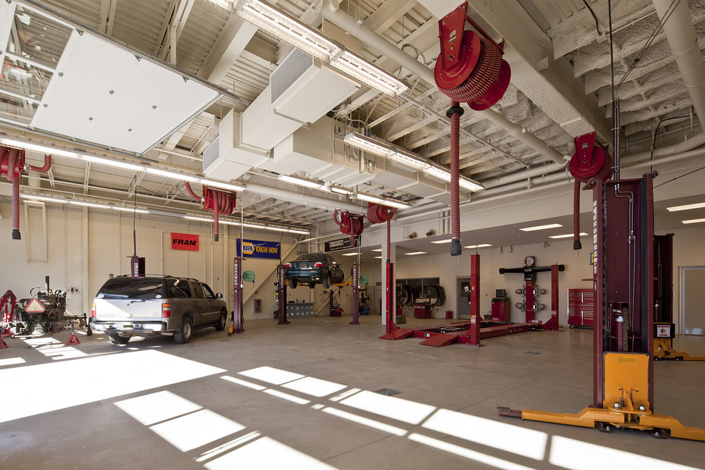 The auto mechanics, building trades, fire protection, and composites spaces have high-efficiency air quality systems and access to the outdoors through overhead garage doors.