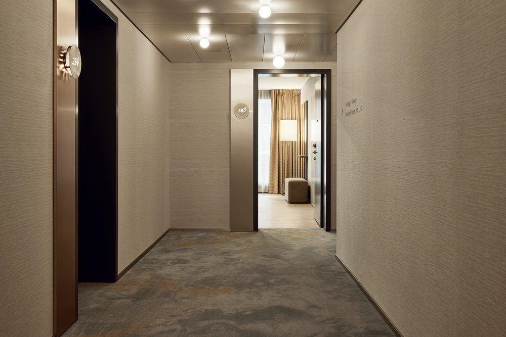 THE NEWLY RENOVATED ROOMS IN THREE COLOR SCHEMES AT HOTEL RADISSON BLU LUCERNE PICTURES BY RAINER SCHÄR (MÜLLER I SCHÄR PHOTOGRAPHY)